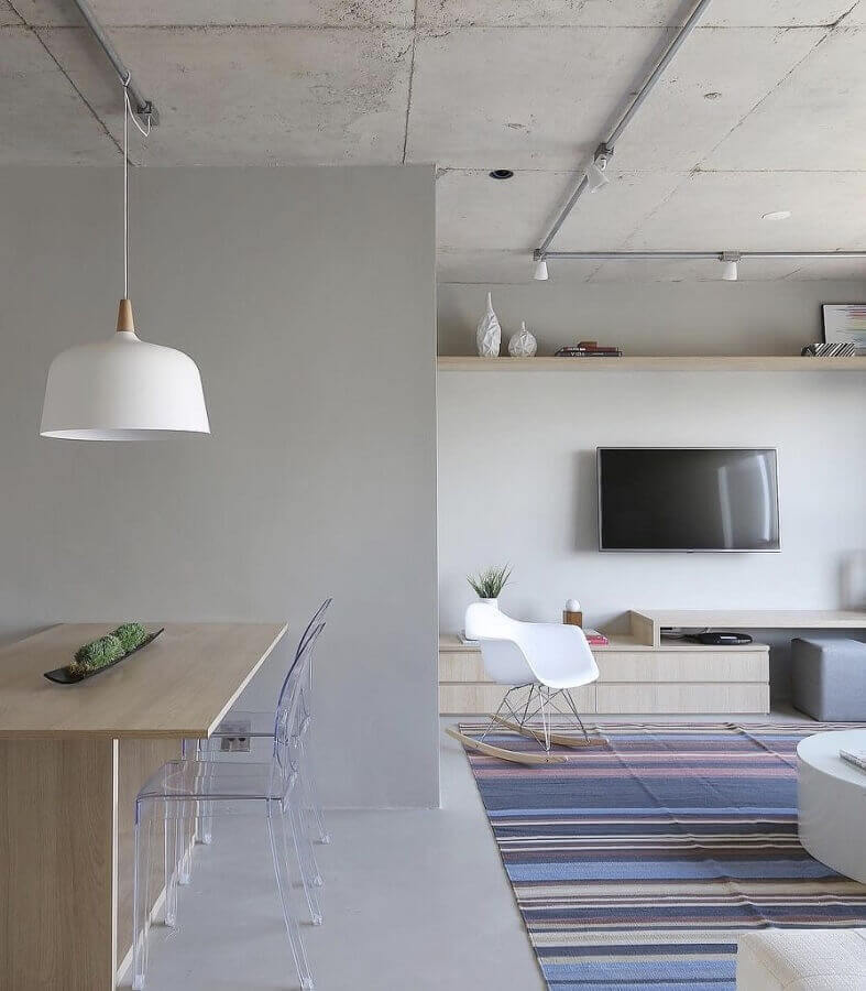tapete colorido para sala moderna decorada em tons de cinza Foto Pinterest