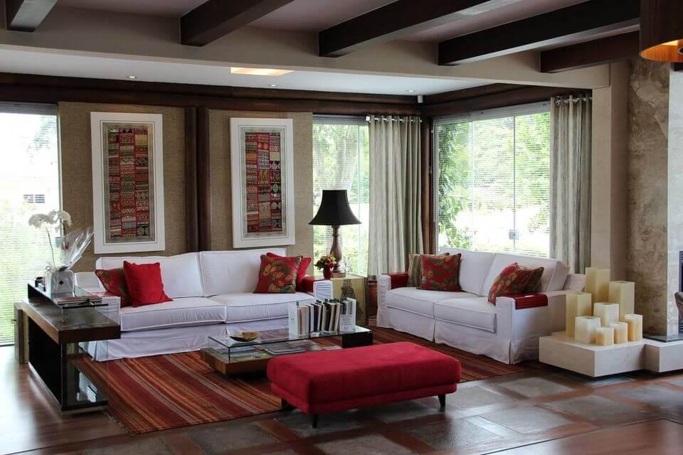 tapete colorido - sal de estar com tapete vermelho listrado