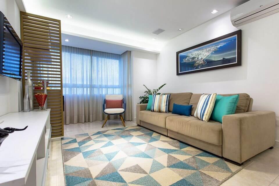 tapete colorido - sala de estar com tapete azul