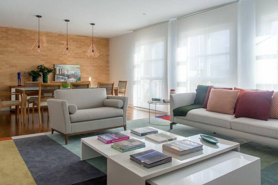 tapete colorido - sala de estar com tapete e almofadas coloridas