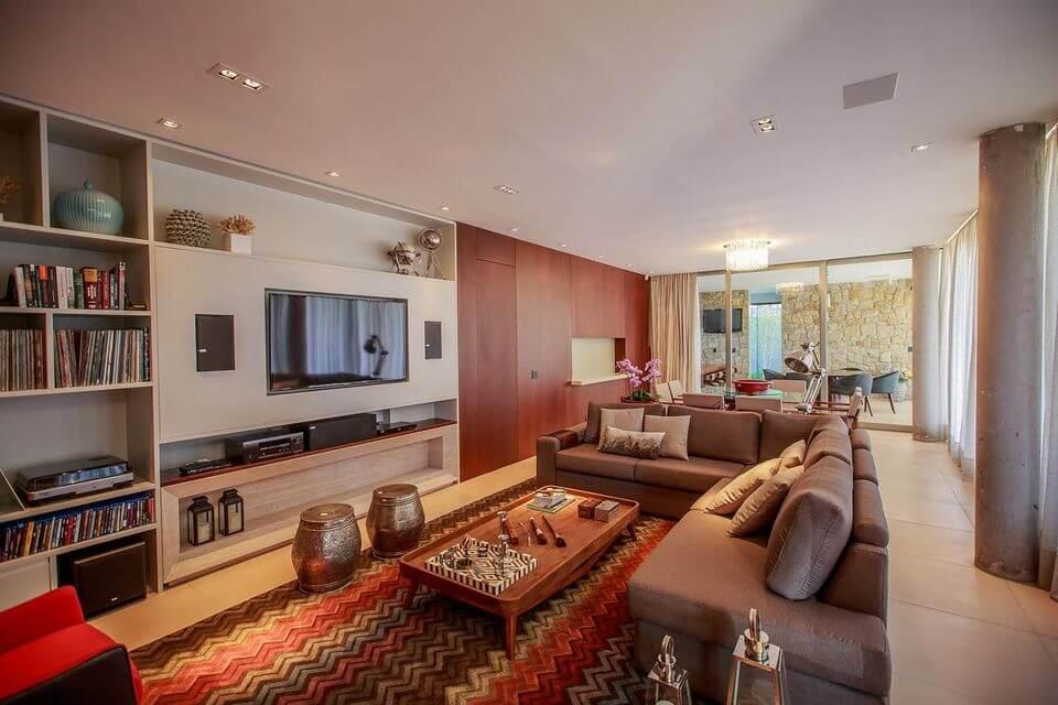 tapete colorido - sala de estar com tapete estampado