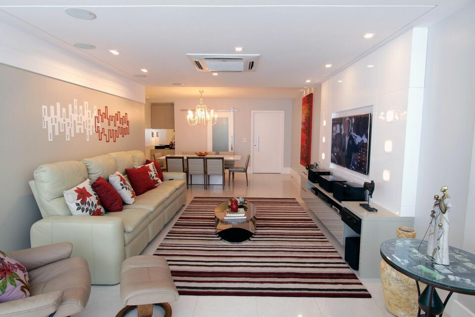 tapete colorido - sala de estar com tapete listrado