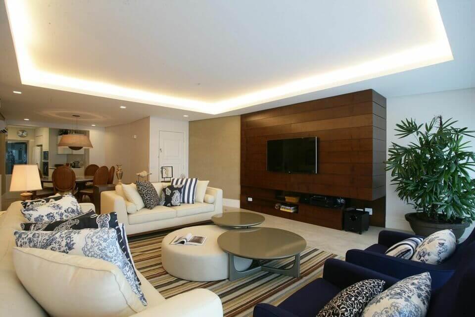 tapete colorido - sala de estar com tapete listrado colorido