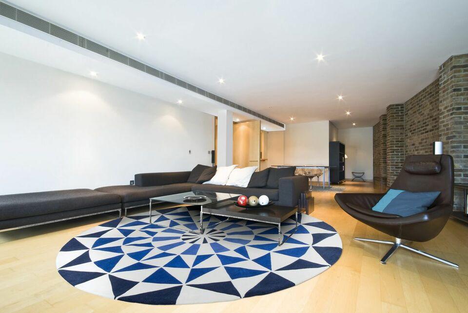 tapete colorido - sala moderna com tapete redondo azul e cinza
