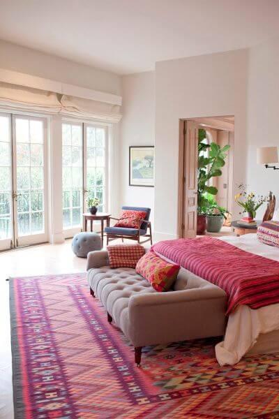 tapete rosa para quarto de solteira