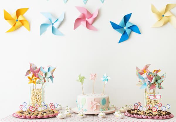 Decoração de festa infantil simples com tema catavento