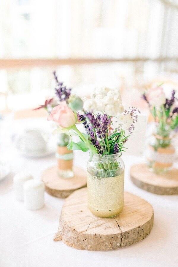 vasinhos com lavanda para casamento simples no campo Foto Pinterest