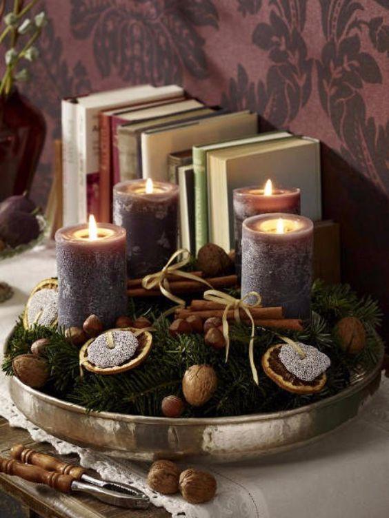 velas de natal - mesa com velas roxas
