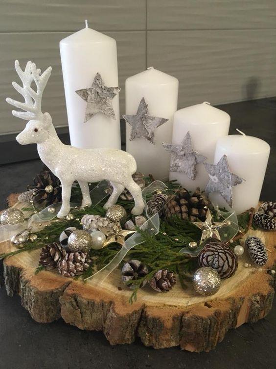 velas de natal - velas brancas em altar com rena