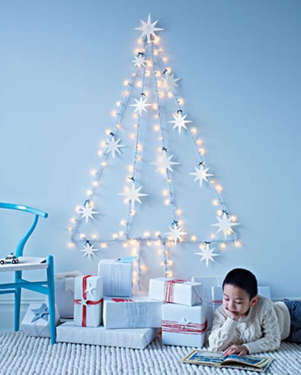 Utilize um pisca pisca e enfeites natalinos para decorar sua casa no Natal