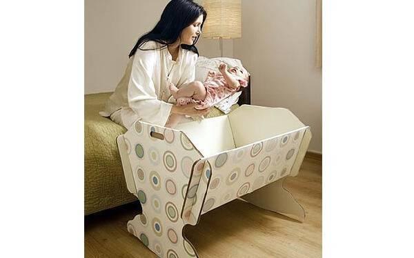 Monte um lindo berço de papelão para seu filho