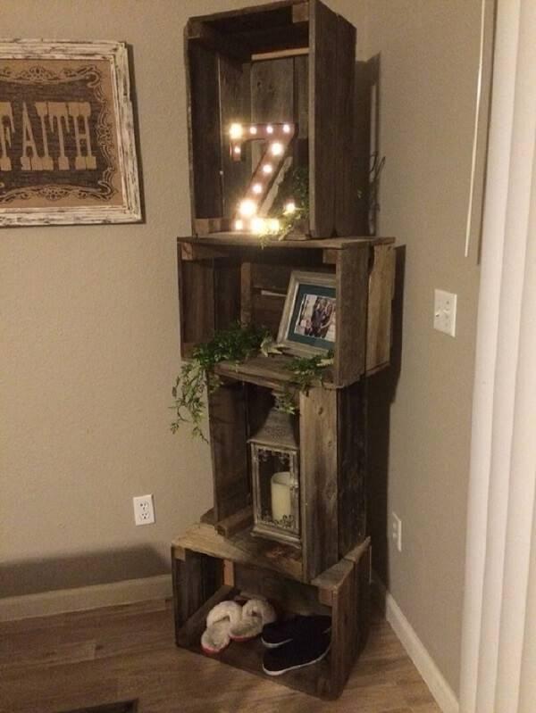 Decoração rústica criativa feita com caixotes de madeira