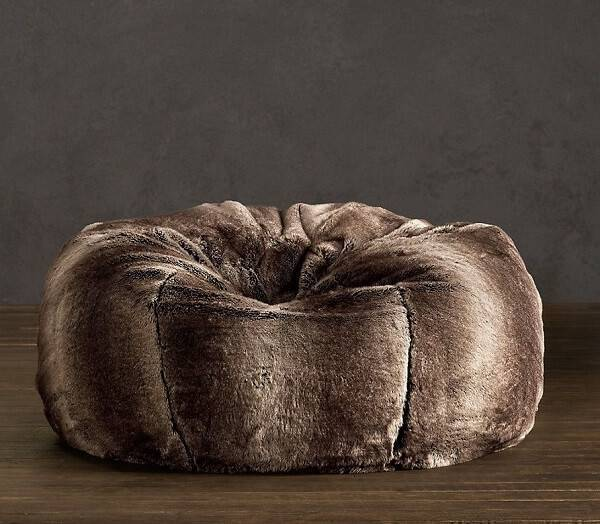 Modelo de puff gigante com tecido de veludo