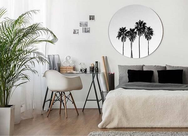 A palmeira ráfia é uma das plantas para quarto que podem ser cultivadas em vasos no chão