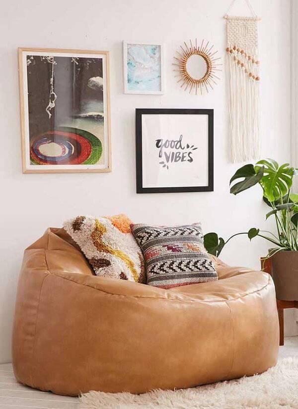 Modelo de puff gigante redondo com acabamento de couro sintético