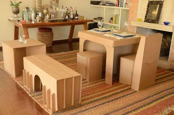 Decore a casa de forma descontraída com móveis de papelão