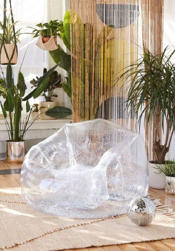 Modelo de puff gigante com estrutura transparente