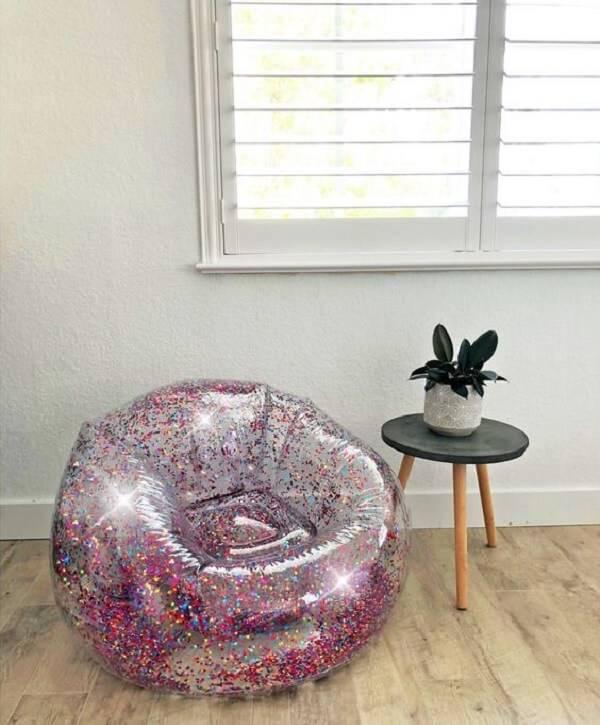 Modelo de puff gigante com acabamento em glitter