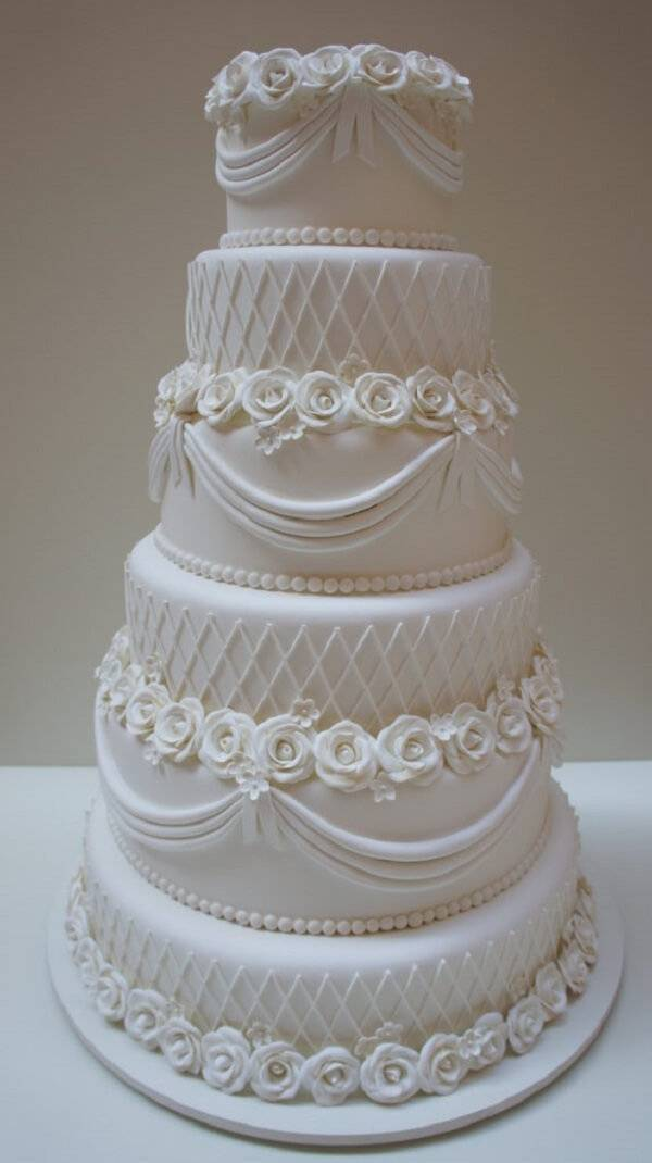Cake made with delicate roses