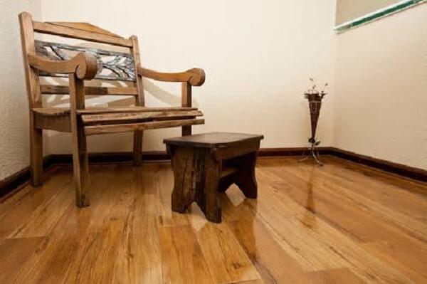 Combine os móveis com o piso flutuante