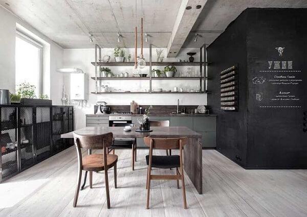 Cozinha com decoração descolada e piso flutuante