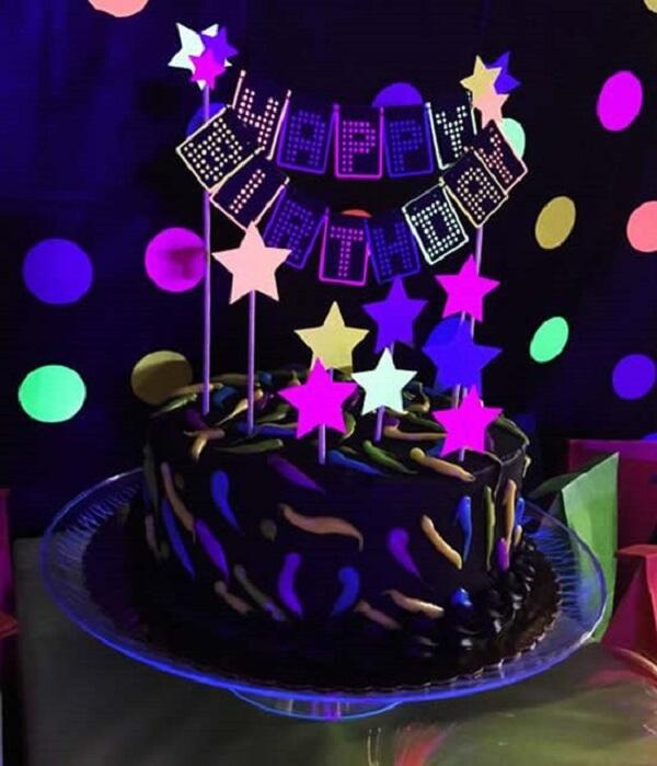 Decoração neon bolo