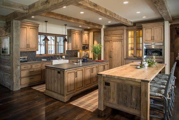 Cozinha toda estrutura com bancada e armário de madeira