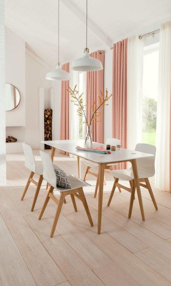 Mesa de jantar de granito branca e madeira com cadeira eames