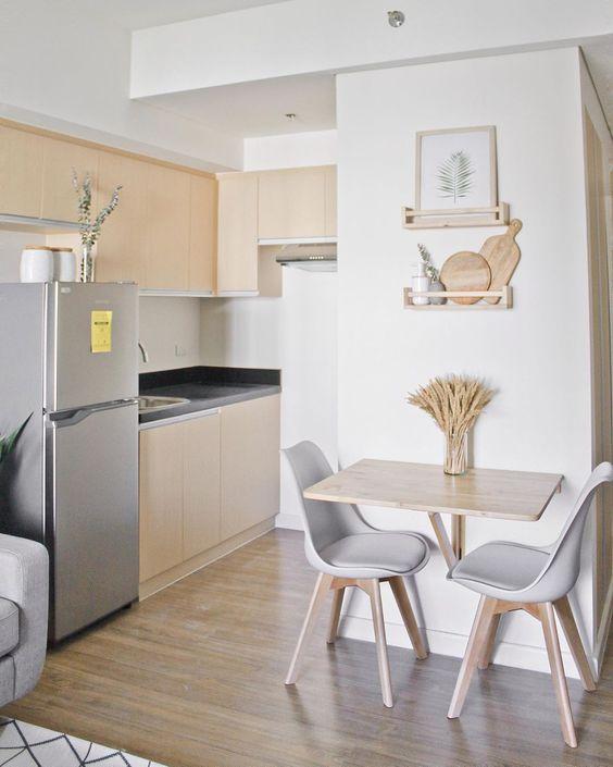Mesa dobrável de madeira para cozinha pequena com cadeira eames