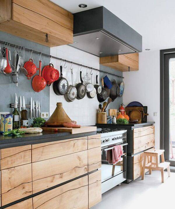 Armário de madeira maciça com design único