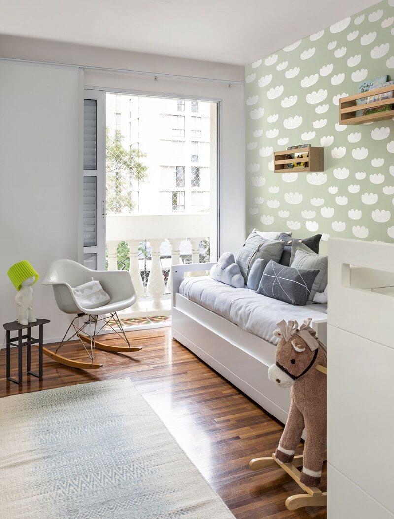 Papel de parede para quarto infantil com estampa discreta. Fonte: Estudio AMF Arquitetura