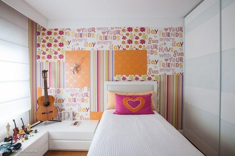 Papel de parede para quarto infantil com estampa florida e colorida. Projeto Maricy Marcos Borges. Foto: Wagner Silveira