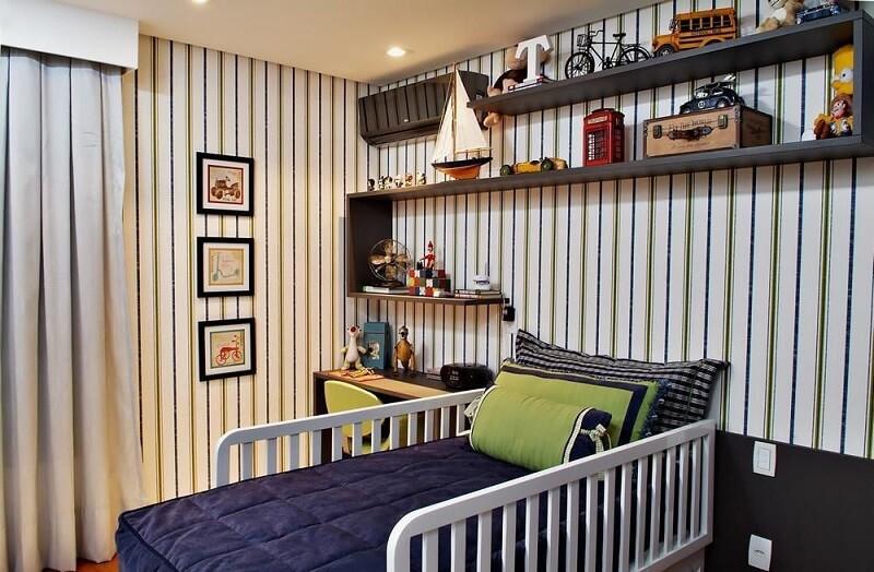 Papel de parede para quarto infantil com estampa listrada. Fonte: SQ+ Arquitetos Associados