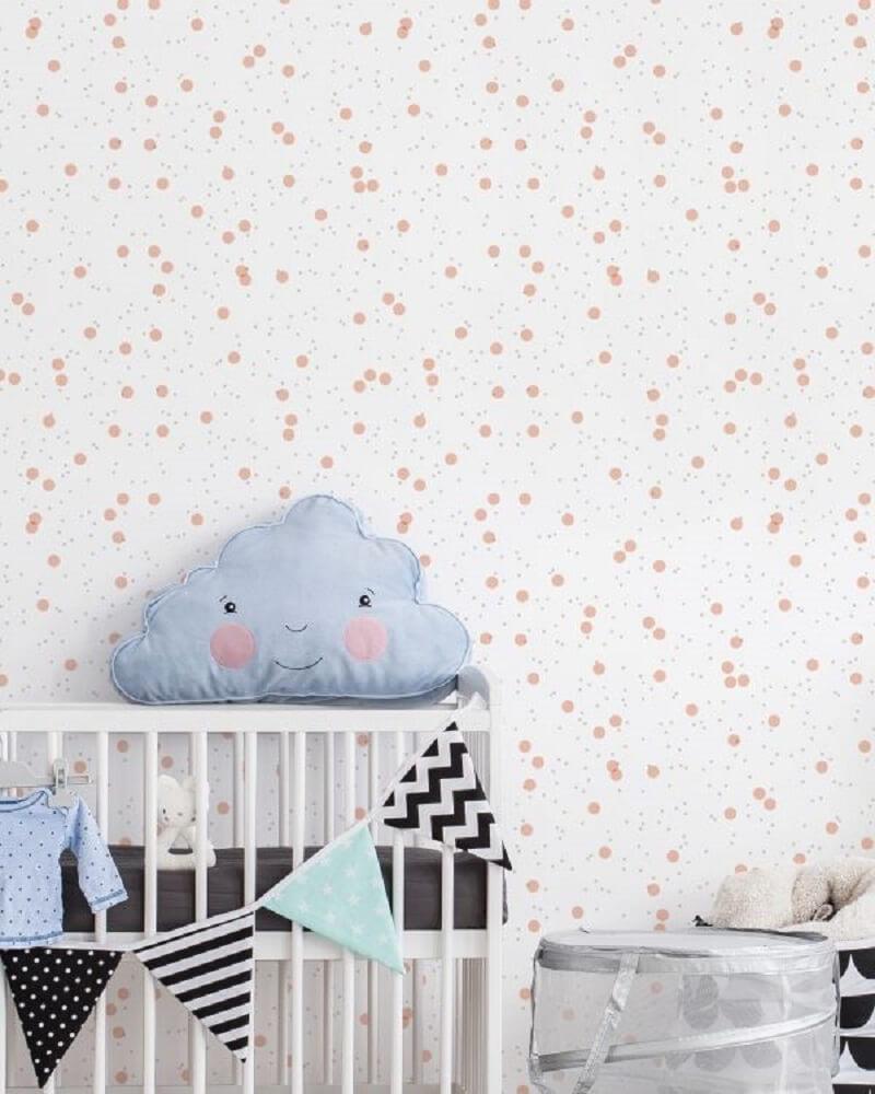 Papel de parede para quarto infantil de bolinhas. Fonte: Housed Wallpapers