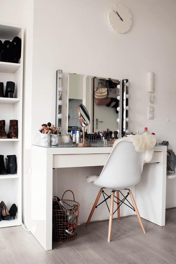 Penteadeira camarim para quarto moderno com cadeira eames