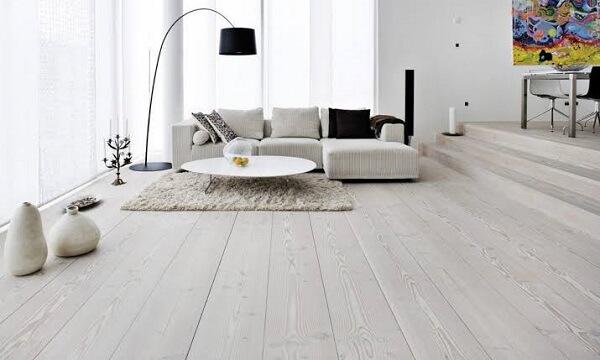 Piso flutuante branco para sala de estar