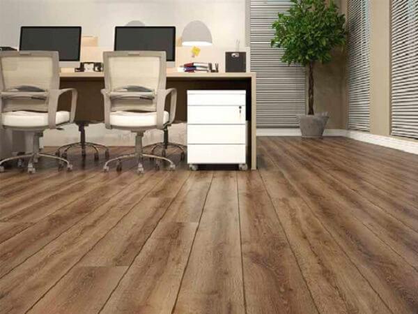 Piso flutuante para escritório