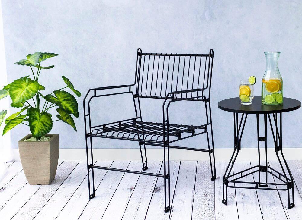 Modelo de poltrona decorativa aramada