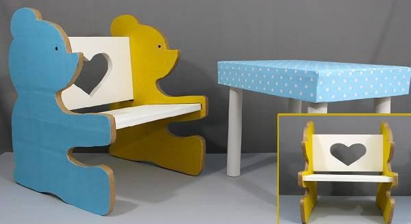 Poltrona infantil feita com papelão
