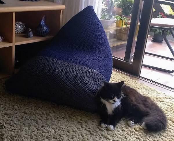 Puff tricô gigante em formato retangular
