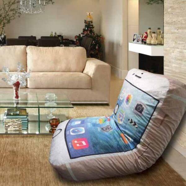 Modelo de puff almofada gigante em formato de celular