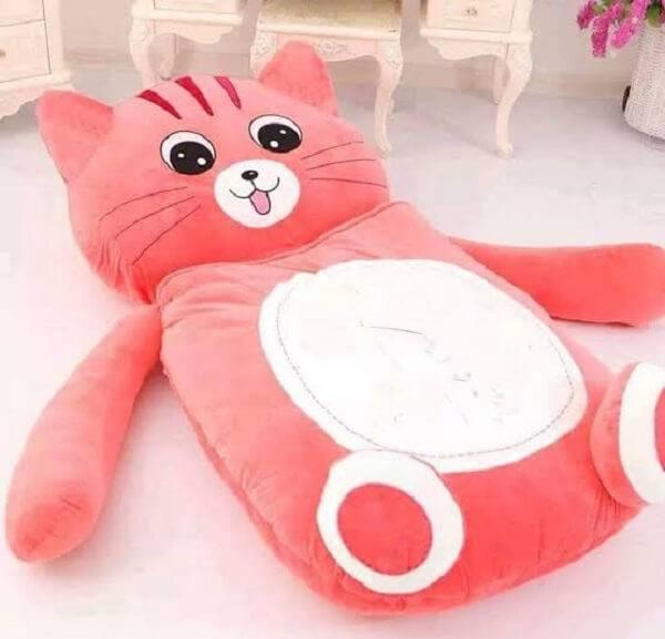 Puff gigante para dormir em formato de gato