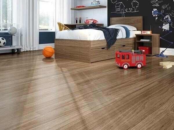 Quarto infantil com piso flutuante traz conforto térmico ao espaço