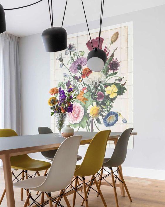 Sala de jantar com cadeira eames em amarelo, branco e cinza