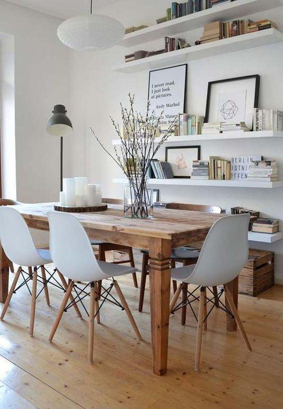 Sala de jantar rustica com cadeira eames branca