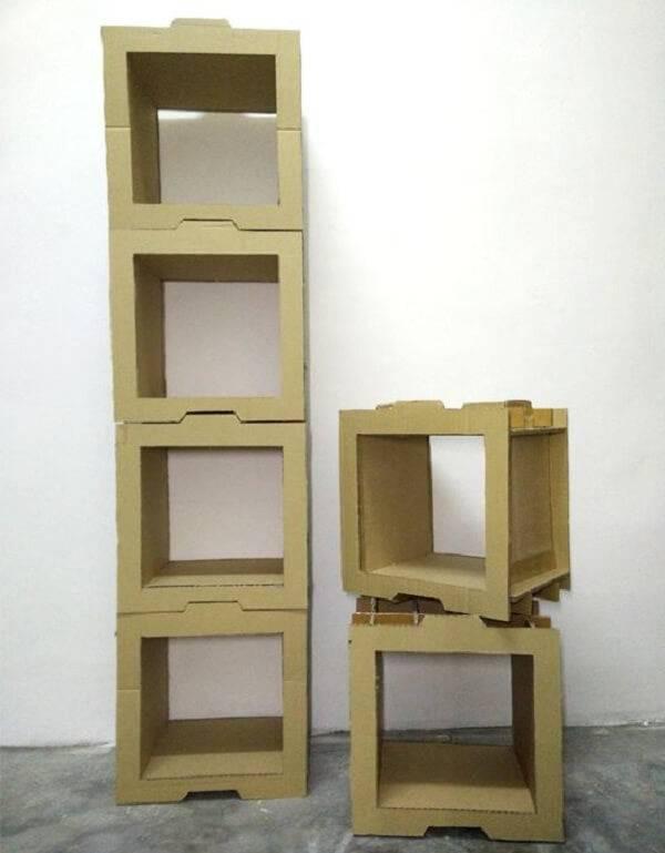Sapateira modelada formada com estrutura de papelão