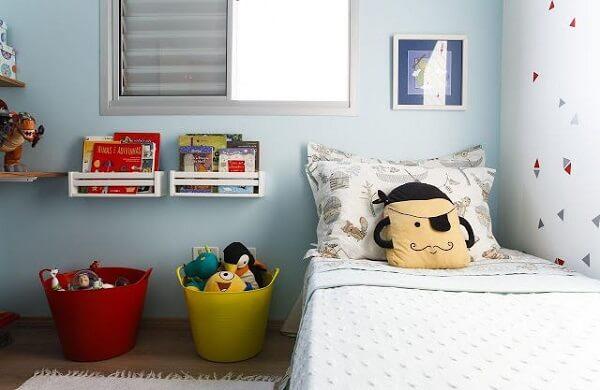 Utilize cesto organizador colorido para guardar brinquedos. Fonte: Revista Viva Decora 2