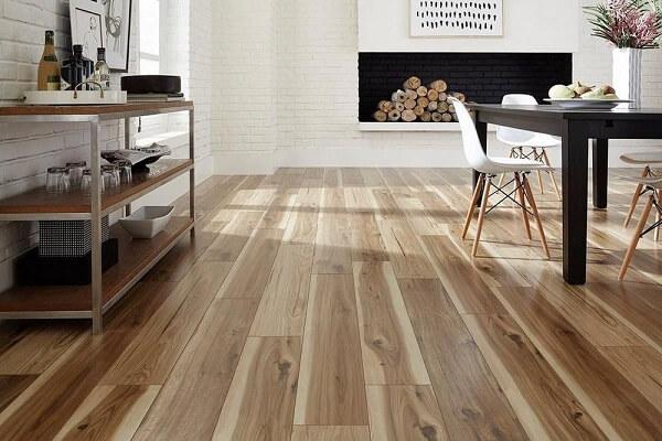 Desfrute do conforto térmico que o piso flutuante pode trazer para seu ambiente
