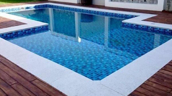Adesivo para borda de piscina com mármore