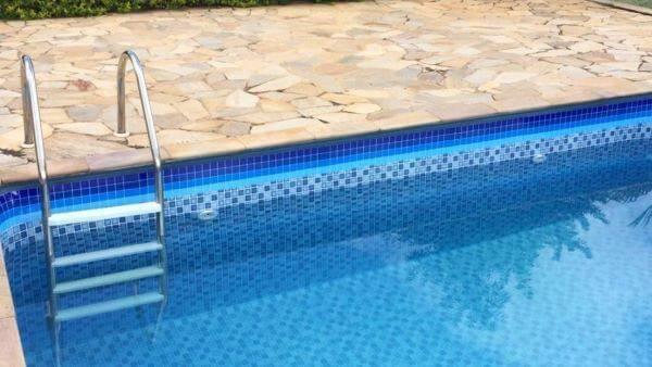 Adesivo vinílico para borda de piscina